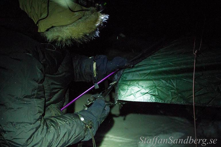 Dunjacka, vantar med samma isolering som sovsäckar och luva. Det blir klumpigt, men bevarar värmen.