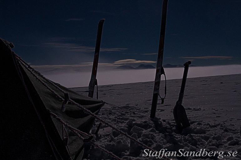 Läger i månsken