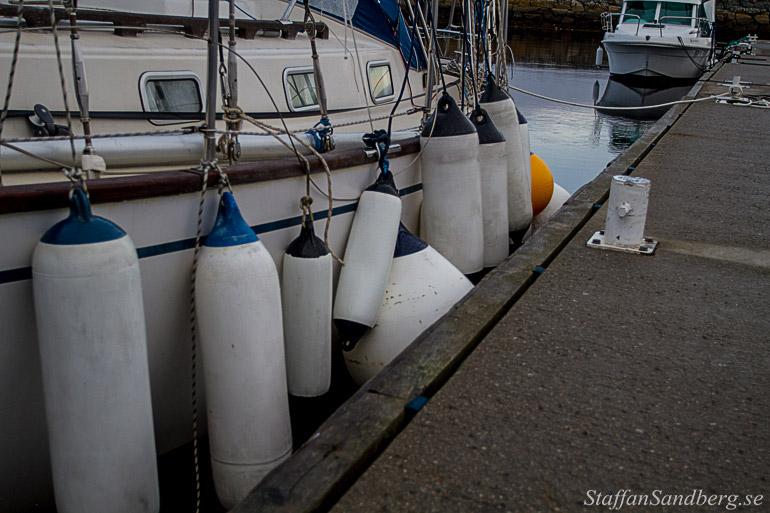 Fendrar vid segelbåt